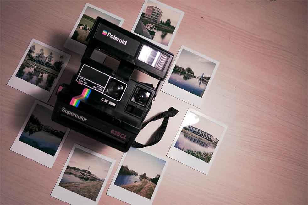 rezeem-blog-valentines-day-gift-polaroid-camera